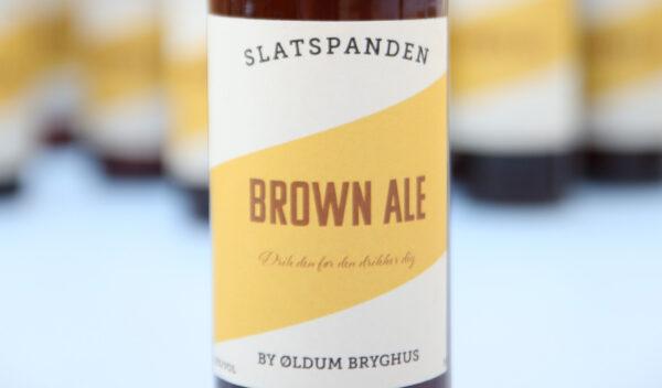 I ølbrygning brygger vi vores egen øl, fylder den på flasker og laver vores egne etiketter.
