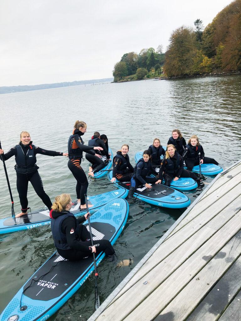 Uldum Højskole har sine egne paddleboards som vi bruger flittigt i faget adventure.