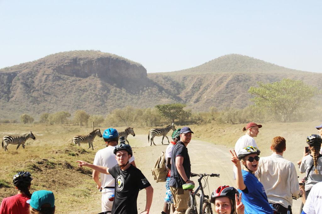 En del af turen til Kenya rummer en cykel- og vandretur i Hells Gate med vilde dyr omkring os (dog ikke løver :)