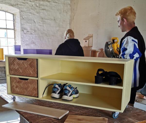 """I faget """"Den lille håndværker"""" kan du bl.a. bygge en hylde til opbevaring."""