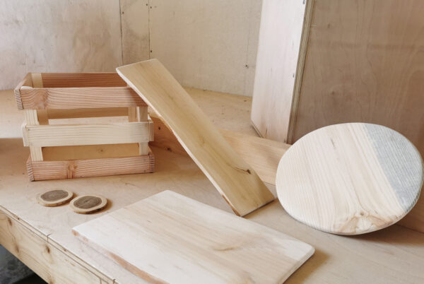 """Eksempler på ting bygget i faget """"Den lille håndværker""""."""