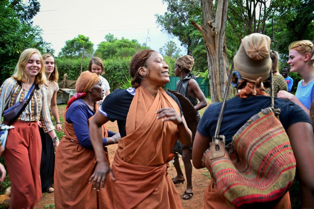 """Kenya - besøg på vores platform af Kvinder fra """"Mama Kenya Cultural Centre""""."""