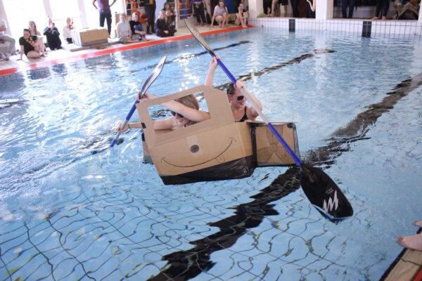 Papbådsrace er en klassisk aktivitet i Uldum Højskoles temauge