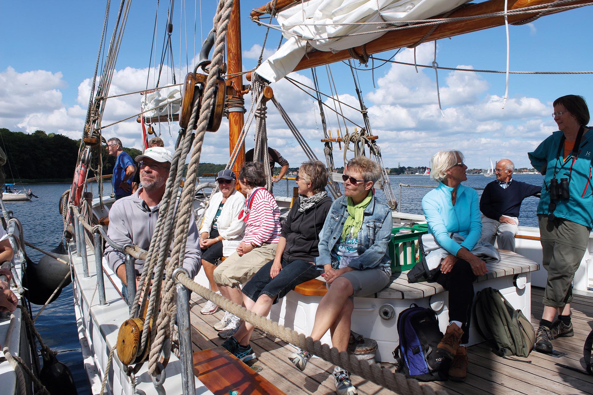 Turen rummer også en sejltur på Lillebælt på et træsejlskib.