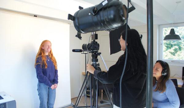 I filmproduktion er der mulighed for både at laver dokumentar og fiktion.