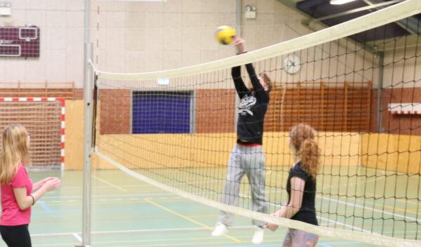 Mange spiller også volleyball i fritiden.